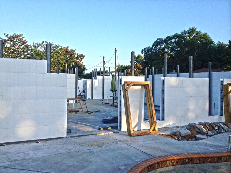 Icf walls going up on destin fl custom home jp for Icf construction florida
