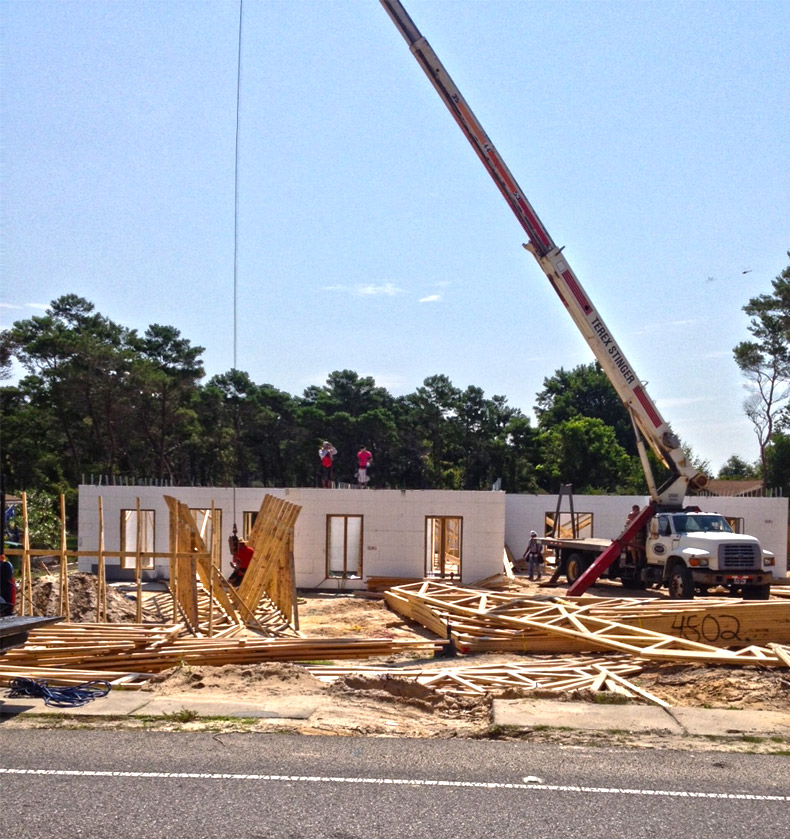 Trusses going on the tucker icf home project in destin for Icf homes for sale in florida